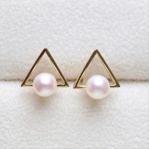 NWOT Gold Triangle Pearl Stud Earrings